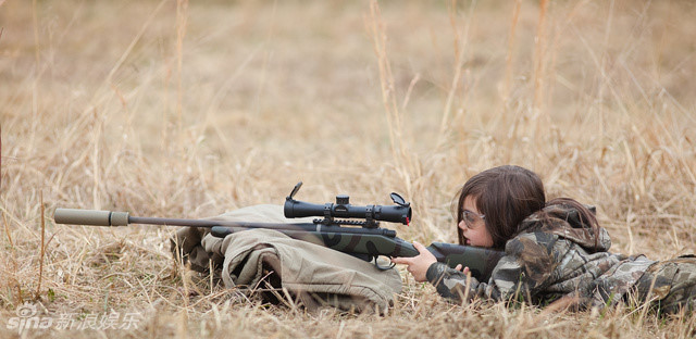 5岁小萝莉Charlie狙击照