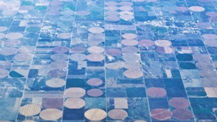 美国中部圆形农田之迷 浪费土地节约用水