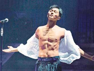 张智霖前年开演唱会时曾大秀肌肉,今年有再开个唱的计划。