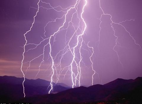 美国男性比女性更容易被雷击中。